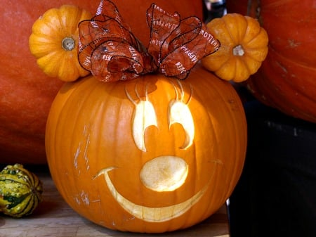 Minnie Mouse Pumpkin...these are the BEST Halloween Carved & Decorated Pumpkin Ideas!