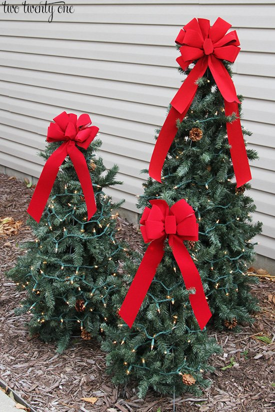 diy tomato cage christmas treesthese are the best homemade christmas decorations - Christmas Fence Decorations