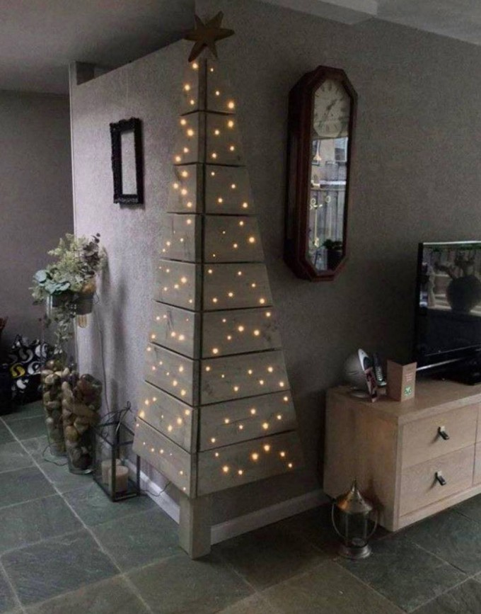 corner pallet tree with lightsthese are the best diy christmas decorations - Pallet Christmas Decoration Ideas