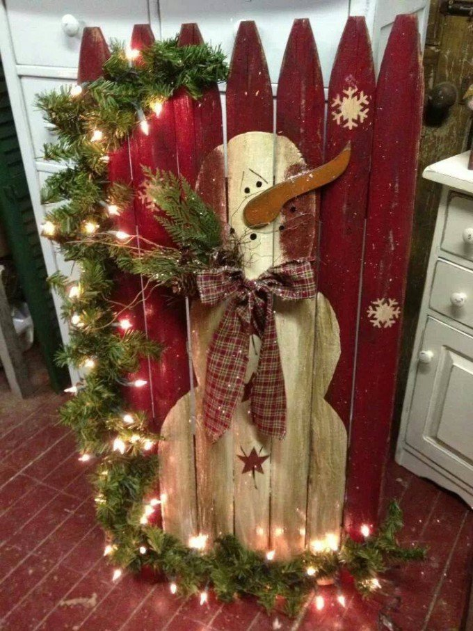 use a salvaged piece of fence as a canvas for painting a snowman - Christmas Fence Decorations
