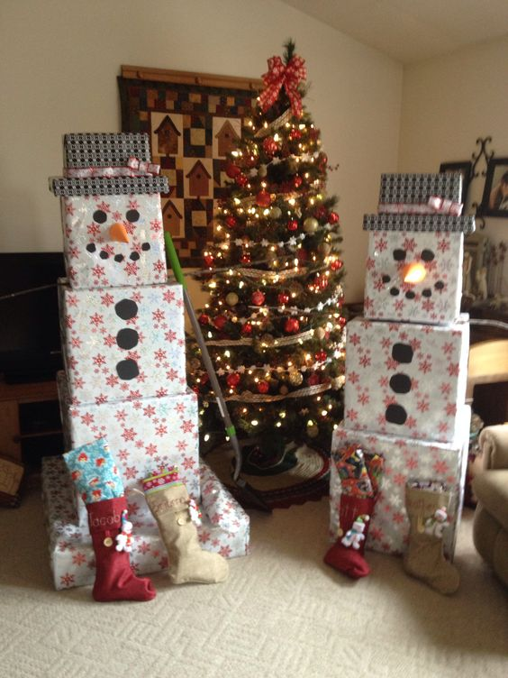 Wrap & Stack Presents to look like a Snowman....over 60 of the BEST Christmas Decorations & Craft Ideas!
