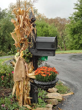 Mailbox Yard Decor...these are the BEST Fall Craft Ideas & DIY Home