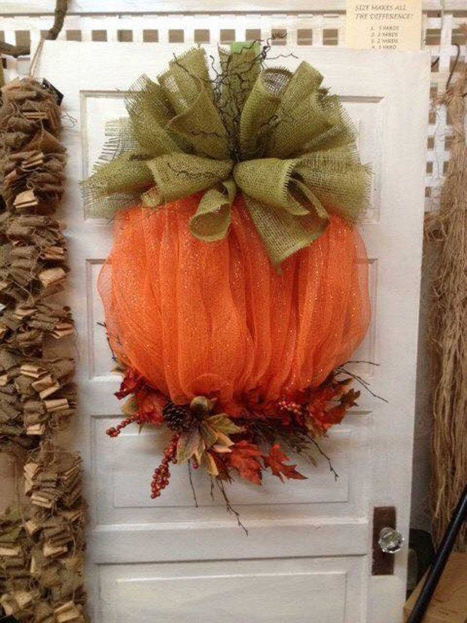 Mesh & Burlap Pumpkin Wreath...these are the BEST Homemade Fall Craft Ideas & DIY Home Decor!