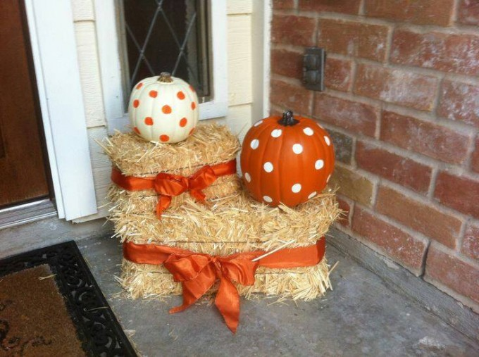 Fall Pumpkin & Hay Front Porch Idea....these are the BEST DIY Fall Decorating & Crafts!