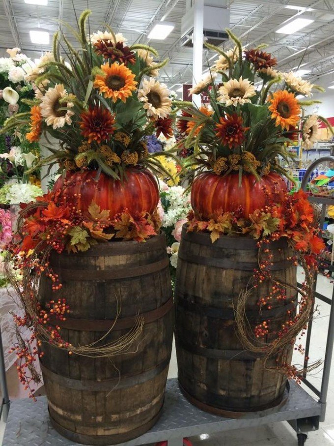 Fall Barrel and Flower Decor...these are the BEST Fall Decorations & Craft Ideas!