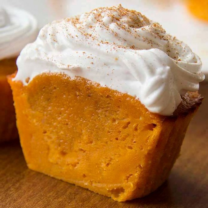 Impossible Pumpkin Pie Cupcakes...these are the BEST Fall Dessert Recipes!