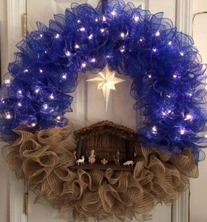 Nativity Wreath...these are the BEST Christmas Wreath ideas!