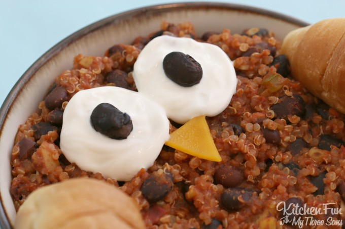 Owl Chili Recipe...your Kids will love this fun vegetarian dinner and it's so easy to make!