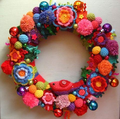 Crochet Christmas Wreath...these are the BEST DIY Christmas Wreath Ideas!
