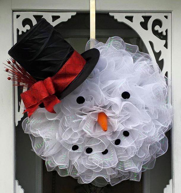 Deco Mesh Snowman Wreath...these are the BEST DIY Christmas Wreath Ideas!
