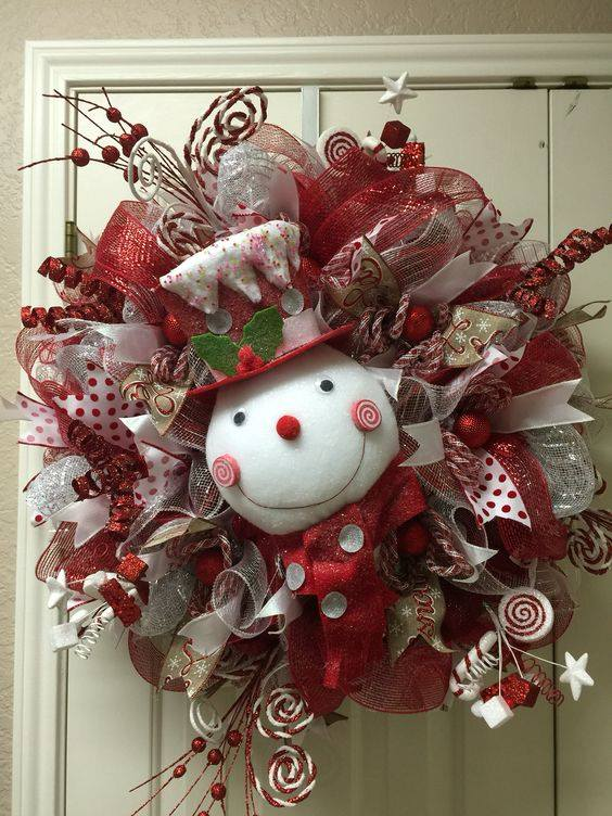 Christmas Snowman Wreath....these are the BEST DIY Holiday Wreath Ideas!