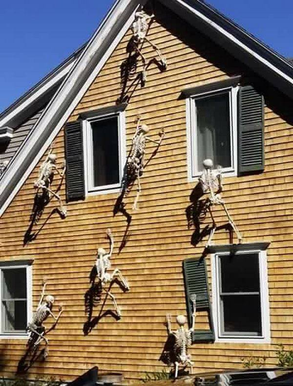 skeletons climbing on a houseso cool these are the best halloween - Homes Decorated For Halloween