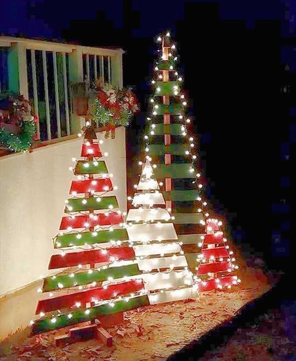 Outdoor Wooden Pallet Trees...these are the most Creative Christmas Trees!