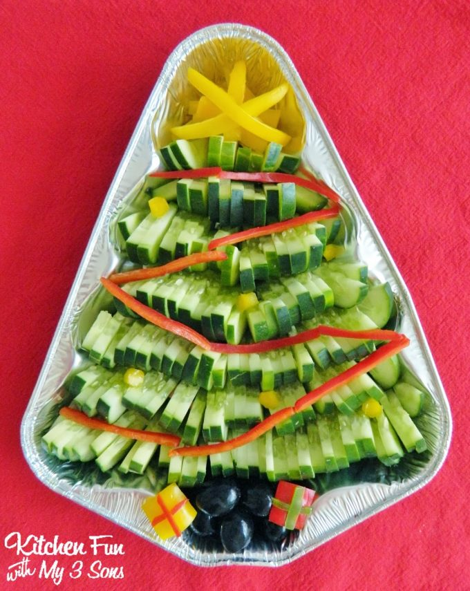 Christmas Tree Veggie Tray...such a fun Holiday Appetizer that is easy to make and everyone will love it!