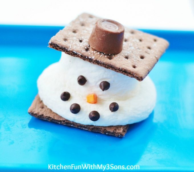 Melted Snowman S'mores...such a fun & easy treat that the kids will love for Christmas!