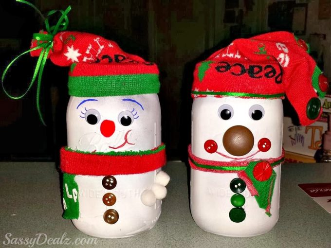 Glowing Mason Jar Snowmen....these are the BEST Christmas Mason Jar Ideas!