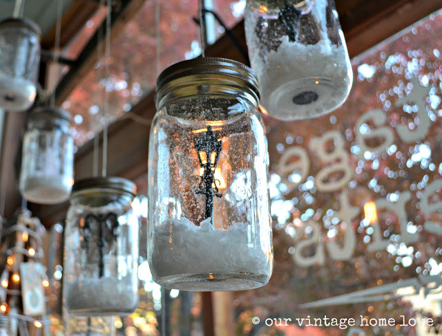 Hanging Snow Globe Mason Jars...these are the BEST Christmas Mason Jars!
