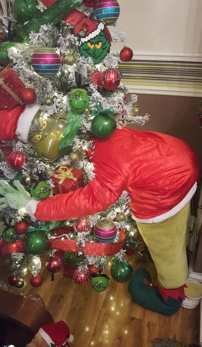 What Kind Of Christmas Decorations Are Used In Spain : The grinch christmas tree kitchen fun with my sons