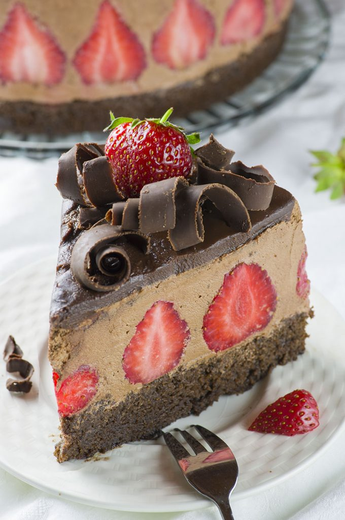 Strawberry Chocolate Cake...these are the BEST Cake Ideas!