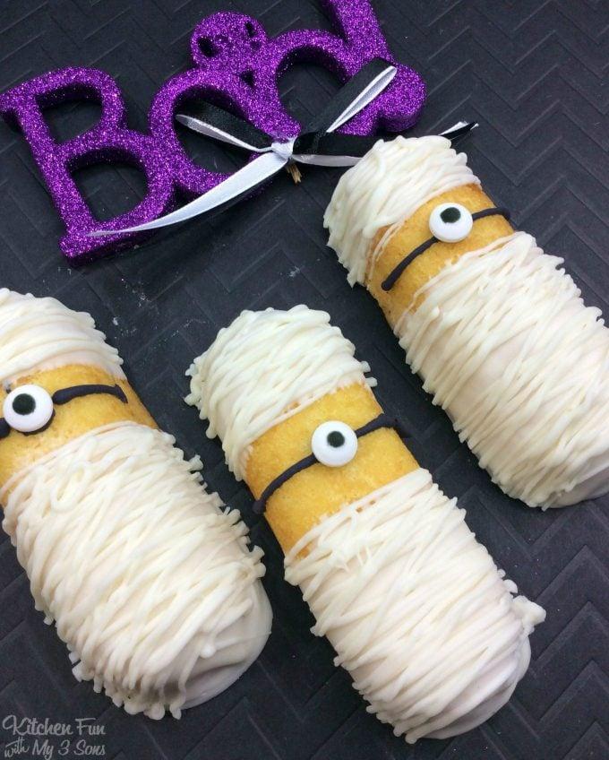 Minion Mummy Twinkies - BEST Halloween Treat ideas!