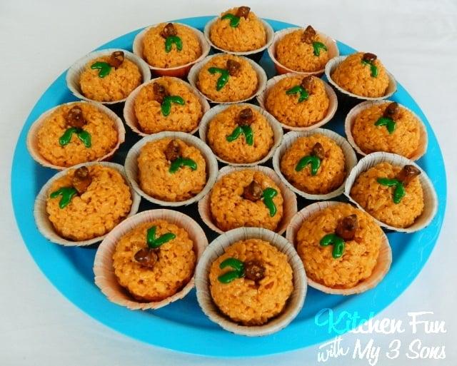 Pumpkin Surprise Rice Krispie Treats - BEST Halloween Treat ideas!