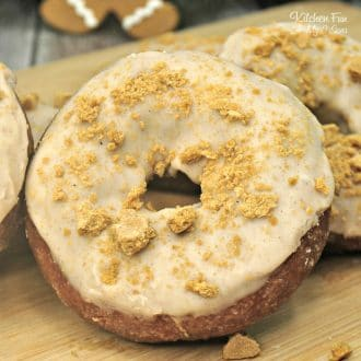 Gingerbread Donuts | A delicious Christmas breakfast recipe, homemade donuts made with gingerbread!