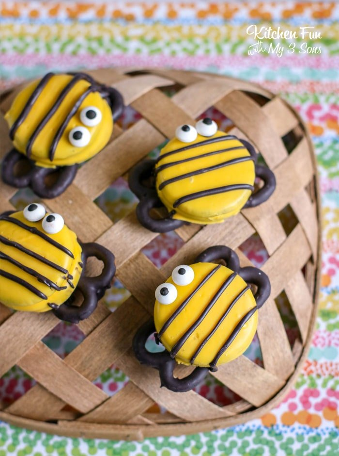 Bumble Bee Oreos are so stinking cute! If you're looking for a fun treat for the kids or you're having a Bumble Bee themed birthday party this is for you.