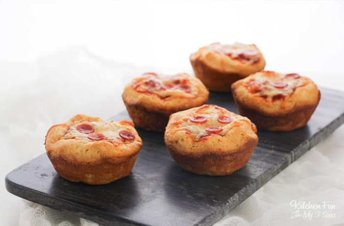 Want a quick lunch that will get your kids to actually eat? Mini Deep Dish Pizzas are crazy easy, but your family doesn't have to know that.