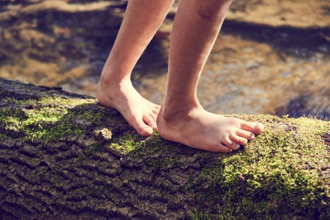 Why Kids Should Be Barefoot When They Are Learning to Walk