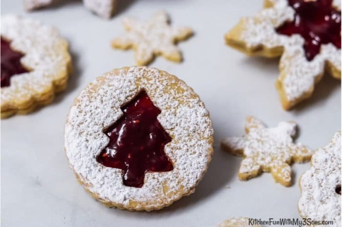 Up close picture of a round linzer cookies
