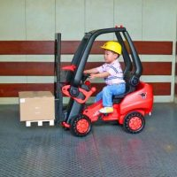 This Pedal Powered Forklift Actually Lets Your Kids Pick Stuff Up
