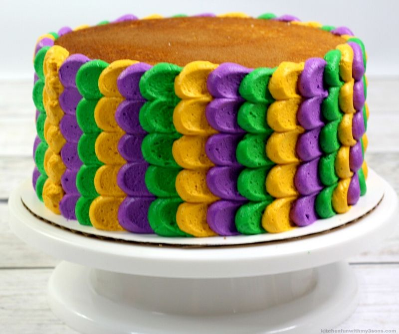 Mardi Gras Cake without top frosting
