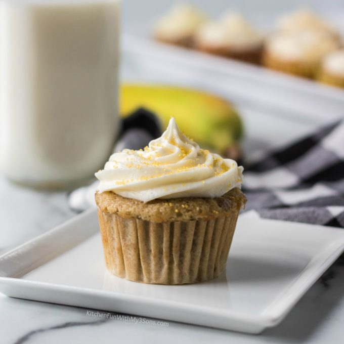 Banana Cream Cupcakes with Cream Cheese Frosting