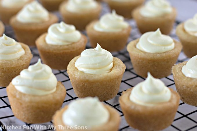 banana cream filled sugar cookie cups on a wire cooling rack