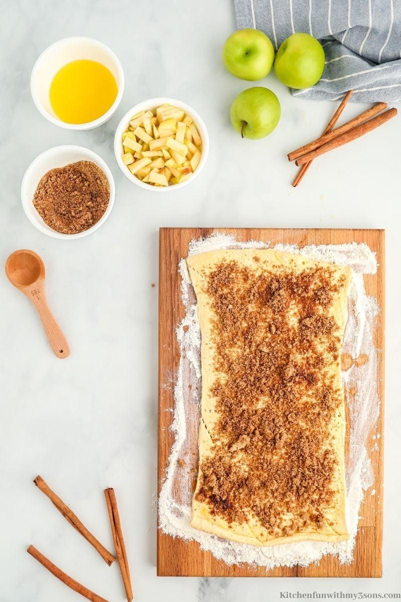 cinnamon on the dough