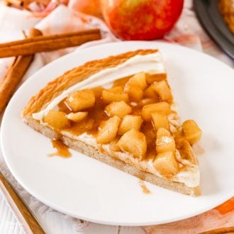 Caramel Apple Fruit Pizza is a great fall dessert recipe - a sugar cookie with cream cheese frosting and a cinnamon caramel apple topping.