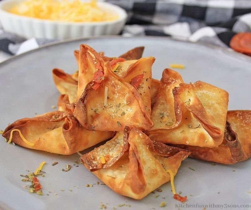 Close up of the Easy Pepperoni Pizza Wontons Snack.