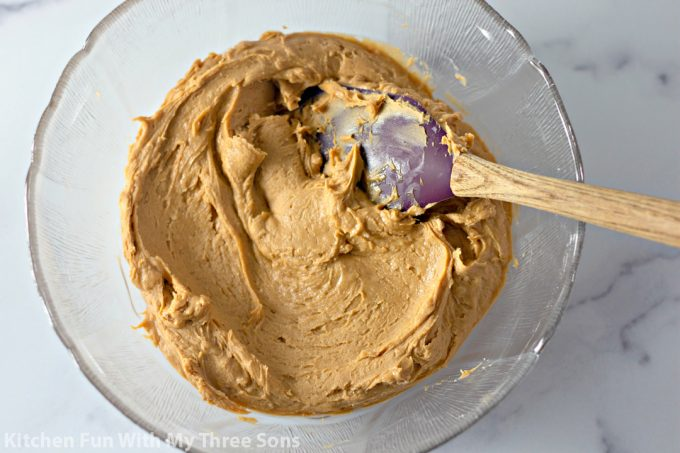 peanut butter mixture in a clear bowl