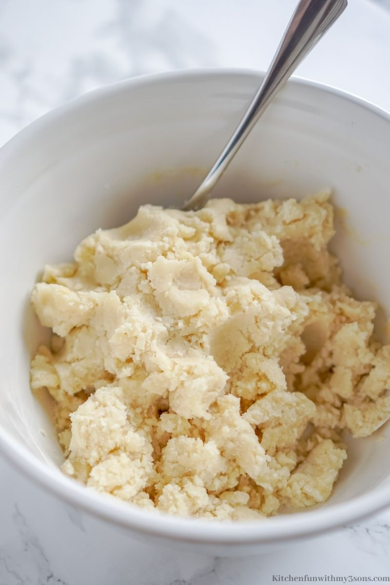 Forming batter into a crumbly dough.