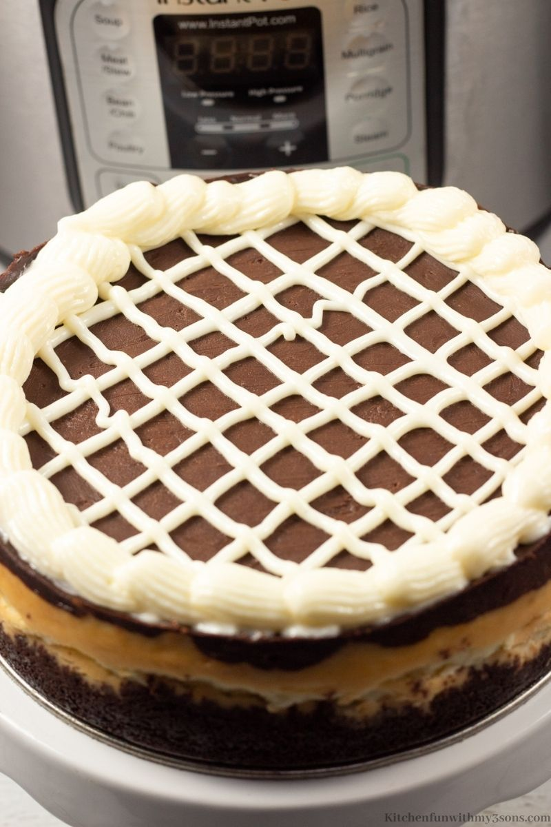 Making a lattice design on top of the cake.