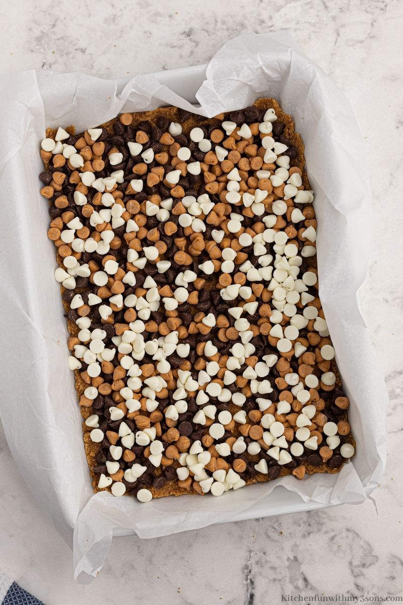 All of the chocolate chips added on top of the graham cracker crust.