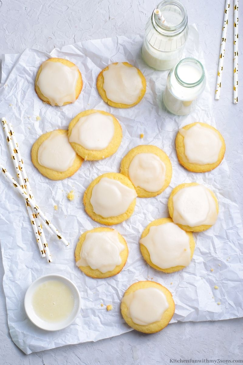 Vanilla Meltaway Cookies with milk and straws.