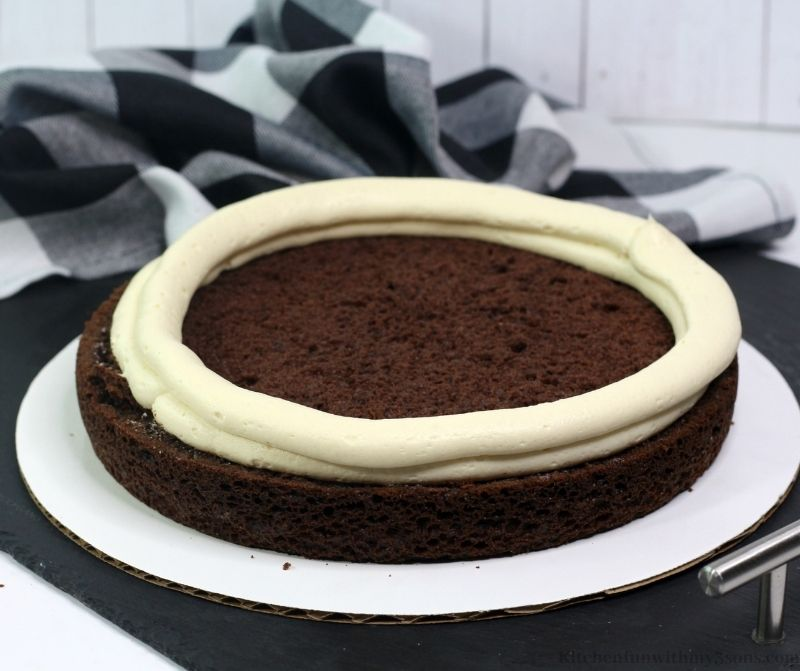 A ring of frosting around a layer of cake.