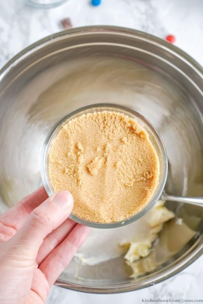 Adding the sugar into the bowl.